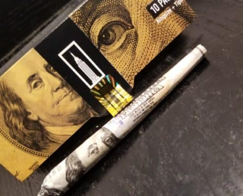 Joint roulé avec un billet de 100 dollars empire paper
